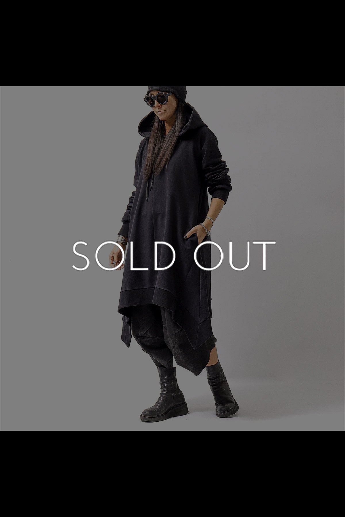 <img class='new_mark_img1' src='https://img.shop-pro.jp/img/new/icons56.gif' style='border:none;display:inline;margin:0px;padding:0px;width:auto;' />UNISEX ASYMMETRY LONG SWEART HOODIE F42_BLACK