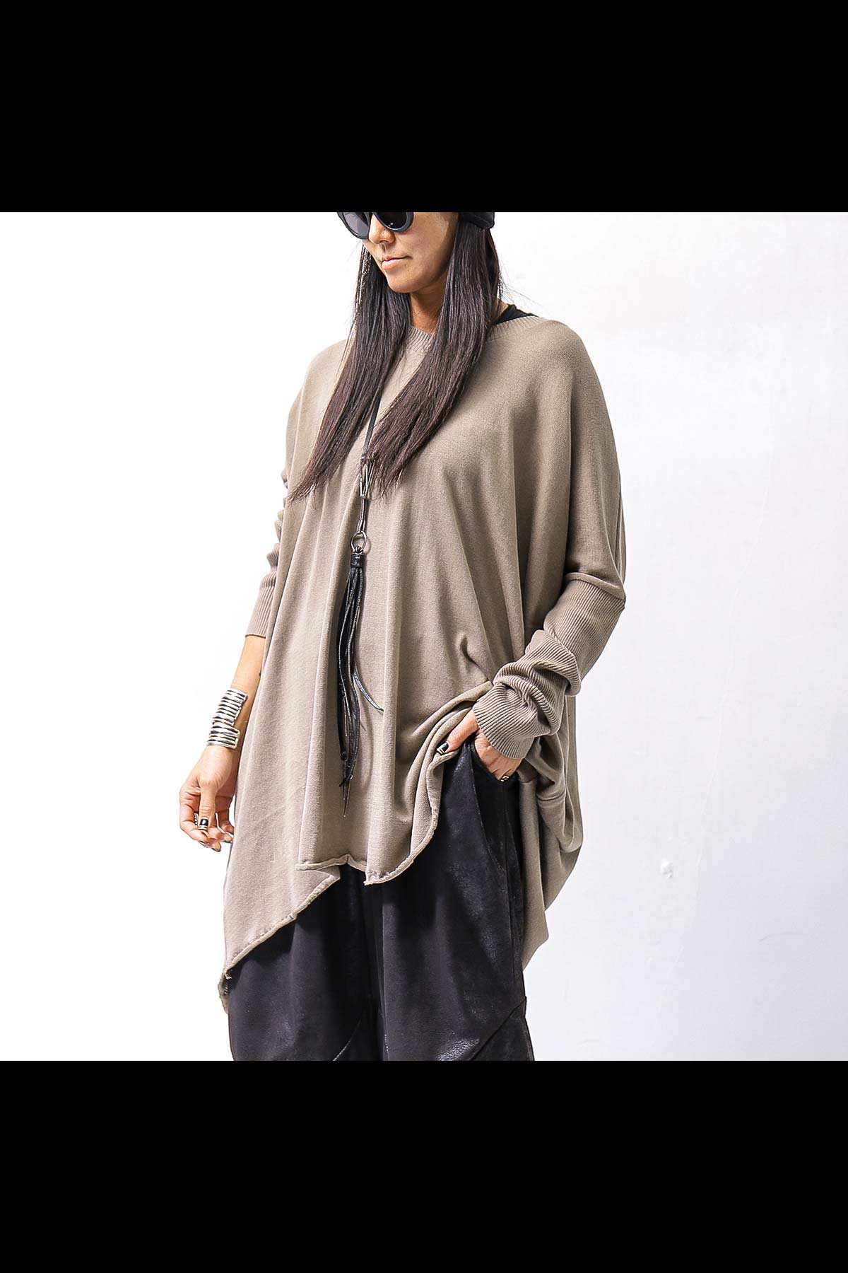<img class='new_mark_img1' src='https://img.shop-pro.jp/img/new/icons8.gif' style='border:none;display:inline;margin:0px;padding:0px;width:auto;' />UNISEX OVERSIZED COCOON LONG TOPS VB1169/QM_DEEP BEIGE