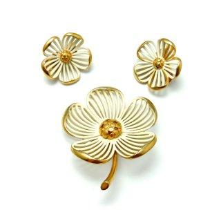 MONET(モネ)☆エナメル ハナミズキ フラワー 白いお花のヴィンテージ・ブローチとイヤリングのセット