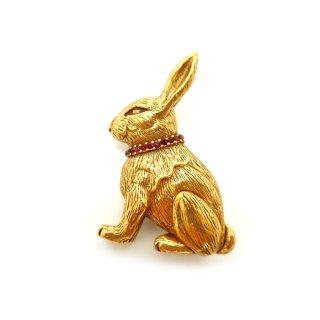Metropolitan Museum of Art(メトロポリタン美術館)☆赤いラインストーンの首輪のウサギのヴィンテージ・ブローチ(オリジナルボックス&ペーパーワーク付)