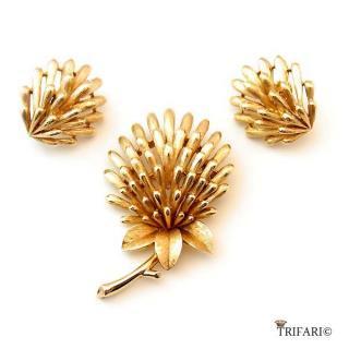 TRIFARI(トリファリ)☆アザミの小花ブローチとイヤリングのセット【ゴールド】
