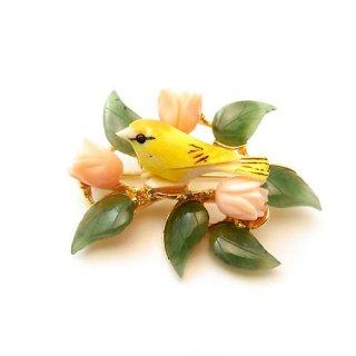 SWOBODA(スワボダ)☆天然石ヒスイと珊瑚 黄色い小鳥とお花のブローチ