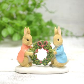ピーターラビット Enesco BP ミニフィギュア(PETER AND FLOPSY HOLDING HOLLY Wreath) A28966 PR