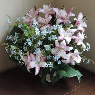 安定花器から上に花開くデザイン