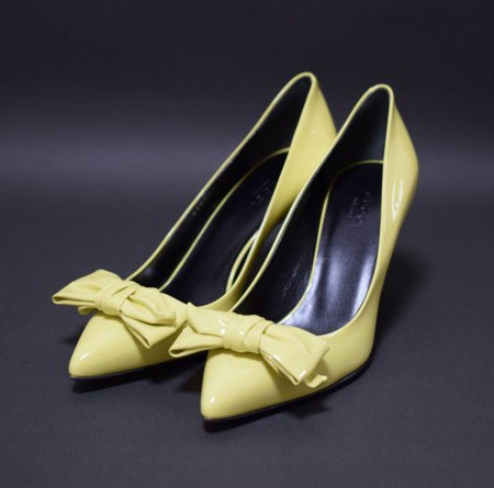 <img class='new_mark_img1' src='//img.shop-pro.jp/img/new/icons50.gif' style='border:none;display:inline;margin:0px;padding:0px;width:auto;' />GUCCI RIBBON PATENT PUMPS YELLOW