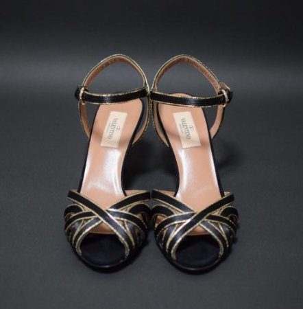 <img class='new_mark_img1' src='//img.shop-pro.jp/img/new/icons50.gif' style='border:none;display:inline;margin:0px;padding:0px;width:auto;' />VALENTINO GARAVANI SANDAL