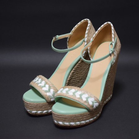 <img class='new_mark_img1' src='//img.shop-pro.jp/img/new/icons50.gif' style='border:none;display:inline;margin:0px;padding:0px;width:auto;' />GUCCI WEDGE SANDAL