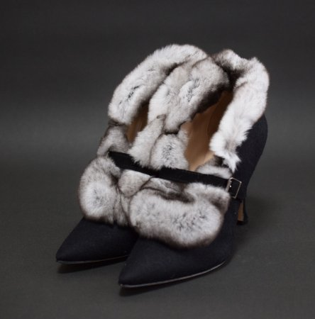 <img class='new_mark_img1' src='//img.shop-pro.jp/img/new/icons50.gif' style='border:none;display:inline;margin:0px;padding:0px;width:auto;' />MANOLO BLAHNIK FUR BOOTEE