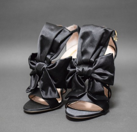 <img class='new_mark_img1' src='https://img.shop-pro.jp/img/new/icons50.gif' style='border:none;display:inline;margin:0px;padding:0px;width:auto;' />DSQUARED RIBBON SANDAL