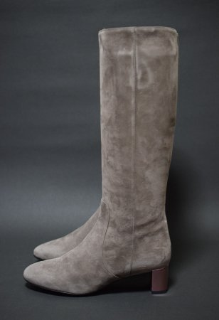 <img class='new_mark_img1' src='//img.shop-pro.jp/img/new/icons50.gif' style='border:none;display:inline;margin:0px;padding:0px;width:auto;' />FENDI SUEDE LONG BOOTS