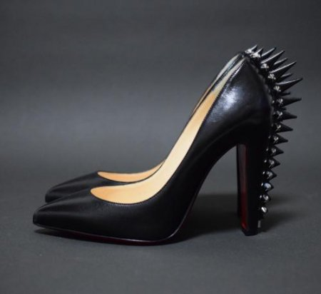 <img class='new_mark_img1' src='//img.shop-pro.jp/img/new/icons34.gif' style='border:none;display:inline;margin:0px;padding:0px;width:auto;' />CHRISTIAN LOUBOUTIN STUDS PUMPUS