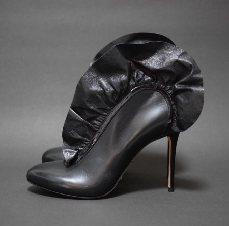 <img class='new_mark_img1' src='//img.shop-pro.jp/img/new/icons50.gif' style='border:none;display:inline;margin:0px;padding:0px;width:auto;' />VIKTOR&ROLF FRILL BOOTEE