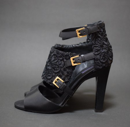 <img class='new_mark_img1' src='https://img.shop-pro.jp/img/new/icons50.gif' style='border:none;display:inline;margin:0px;padding:0px;width:auto;' />EMANUEL UNGARO LACE SANDAL
