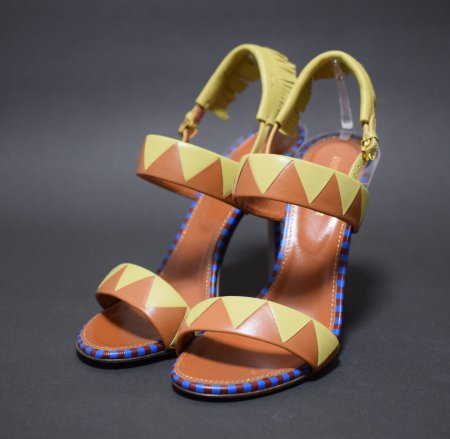 <img class='new_mark_img1' src='https://img.shop-pro.jp/img/new/icons50.gif' style='border:none;display:inline;margin:0px;padding:0px;width:auto;' />SERGIO ROSSI FRINGE SANDAL