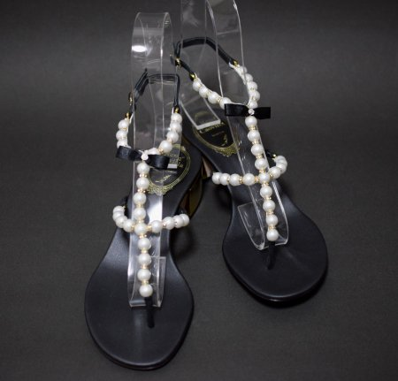 <img class='new_mark_img1' src='//img.shop-pro.jp/img/new/icons50.gif' style='border:none;display:inline;margin:0px;padding:0px;width:auto;' />RENE CAOVILLA PEARL TONG SANDAL