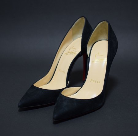 <img class='new_mark_img1' src='https://img.shop-pro.jp/img/new/icons50.gif' style='border:none;display:inline;margin:0px;padding:0px;width:auto;' />CHRISTIAN LOUBOUTIN POINTED SUEDE PUMPUS