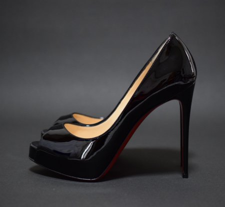 <img class='new_mark_img1' src='https://img.shop-pro.jp/img/new/icons25.gif' style='border:none;display:inline;margin:0px;padding:0px;width:auto;' />CHRISTIAN LOUBOUTIN OPEN TOE PATENT PUMPUS