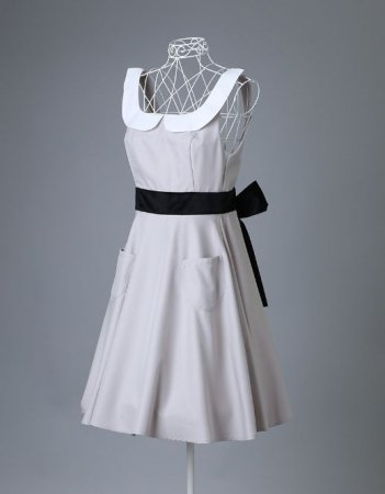 <img class='new_mark_img1' src='https://img.shop-pro.jp/img/new/icons50.gif' style='border:none;display:inline;margin:0px;padding:0px;width:auto;' />ROYAL STYLE APRON AUDREY BEIGE