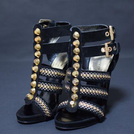 <img class='new_mark_img1' src='//img.shop-pro.jp/img/new/icons50.gif' style='border:none;display:inline;margin:0px;padding:0px;width:auto;' />DSQUARED STUDS GRADIATOR SANDAL