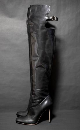 <img class='new_mark_img1' src='https://img.shop-pro.jp/img/new/icons50.gif' style='border:none;display:inline;margin:0px;padding:0px;width:auto;' />GIANVITO ROSSI THIGH HIGH BOOTS
