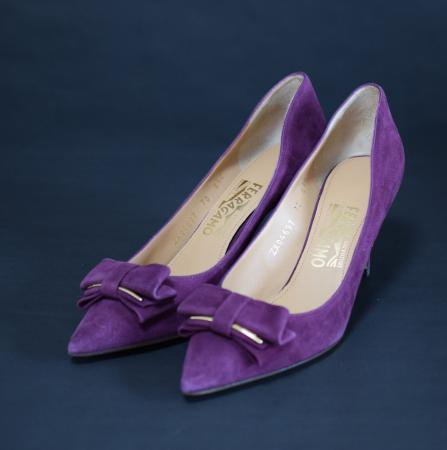 <img class='new_mark_img1' src='//img.shop-pro.jp/img/new/icons50.gif' style='border:none;display:inline;margin:0px;padding:0px;width:auto;' />SALVATORE FERRAGAMO RIBBON SUEDE PUMPS