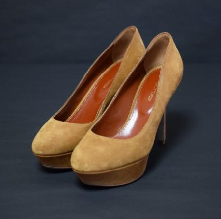 <img class='new_mark_img1' src='https://img.shop-pro.jp/img/new/icons50.gif' style='border:none;display:inline;margin:0px;padding:0px;width:auto;' />SERGIO ROSSI CAMEL SUEDE PUMPS
