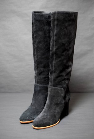 <img class='new_mark_img1' src='//img.shop-pro.jp/img/new/icons50.gif' style='border:none;display:inline;margin:0px;padding:0px;width:auto;' />SERGIO ROSSI SUEDE SLIP ON LONG BOOTS