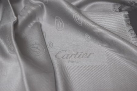 <img class='new_mark_img1' src='//img.shop-pro.jp/img/new/icons50.gif' style='border:none;display:inline;margin:0px;padding:0px;width:auto;' />CARTIER GREY SILK STOLE