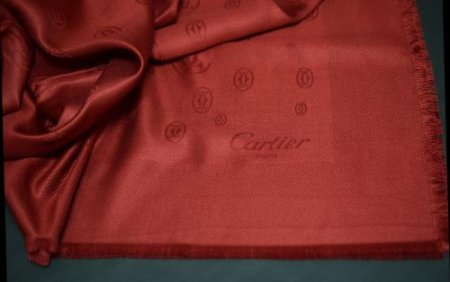 <img class='new_mark_img1' src='https://img.shop-pro.jp/img/new/icons50.gif' style='border:none;display:inline;margin:0px;padding:0px;width:auto;' />CARTIER RED SILK STOLE