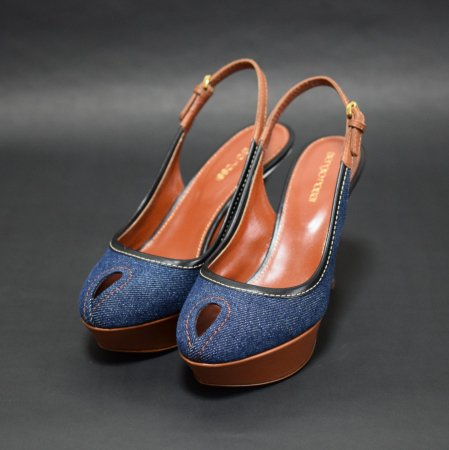 <img class='new_mark_img1' src='https://img.shop-pro.jp/img/new/icons50.gif' style='border:none;display:inline;margin:0px;padding:0px;width:auto;' />SERGIO ROSSI DENIM SANDAL