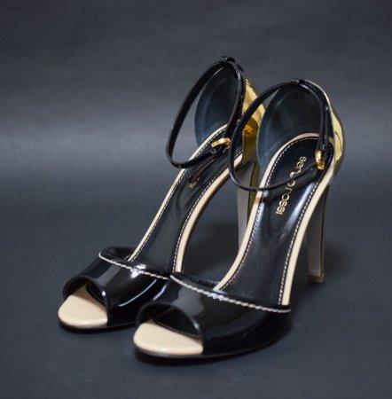 <img class='new_mark_img1' src='//img.shop-pro.jp/img/new/icons50.gif' style='border:none;display:inline;margin:0px;padding:0px;width:auto;' />SERGIO ROSSI PATENT SANDAL