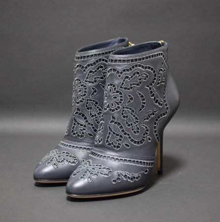 <img class='new_mark_img1' src='https://img.shop-pro.jp/img/new/icons50.gif' style='border:none;display:inline;margin:0px;padding:0px;width:auto;' />DOLCE&GABBANA CUT WORK LEATHER BOOTEE