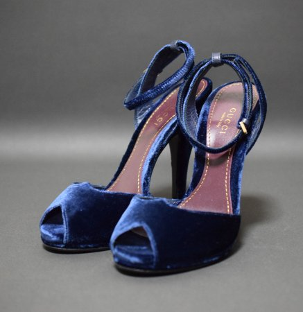 <img class='new_mark_img1' src='//img.shop-pro.jp/img/new/icons50.gif' style='border:none;display:inline;margin:0px;padding:0px;width:auto;' />GUCCI VELVET SANDAL