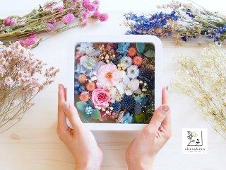 《お花とカラーのパワーを感じる》くすみピンクのバラと、深いブルーのアザミのお花箱