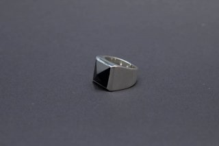 TEARS OF SWAN-ONYX PYRAMID STUDS RING(受注生産)