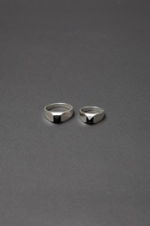 TEARS OF SWAN-ONYX TINY PYRAMID STUDS RING(受注生産)