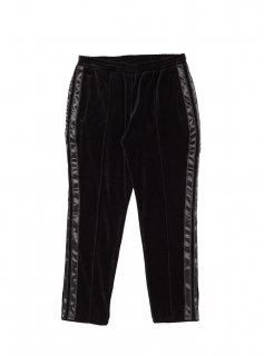 <img class='new_mark_img1' src='//img.shop-pro.jp/img/new/icons5.gif' style='border:none;display:inline;margin:0px;padding:0px;width:auto;' />TAPED VELOUR TRACK PANT(BLACK)