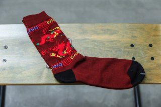 <img class='new_mark_img1' src='//img.shop-pro.jp/img/new/icons5.gif' style='border:none;display:inline;margin:0px;padding:0px;width:auto;' />WHIMSY 32/1 DRAGON SOCKS(BROWN)