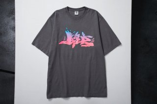 <img class='new_mark_img1' src='//img.shop-pro.jp/img/new/icons5.gif' style='border:none;display:inline;margin:0px;padding:0px;width:auto;' />LETTERS TEE(GREY)