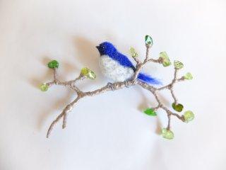 青葉とオオルリのブローチ