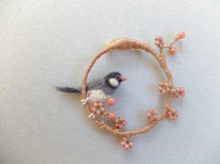 梅と桜文鳥のブローチ