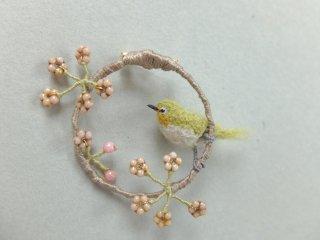 桜鳥のブローチ(メジロ)
