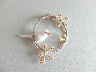 桜鳥のブローチ(白文鳥)