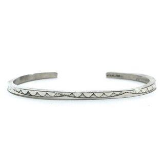 【NAVAJO Vintage Jewelry】ナバホヴィンテージジュエリー スターリングシルバーナローバングル Elaine Tahe
