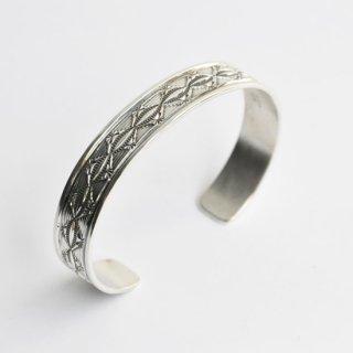 【NAVAJO Jewelry】ナバホジュエリー スターリングシルバー1cm幅バングル 2