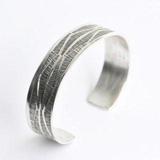 【NAVAJO Jewelry】ナバホジュエリー スターリングシルバー1.4cm幅バングル 1