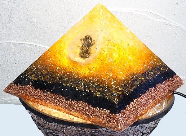 浄化アイテム<br>7 wishes のオルゴナイト・ピラミッド(大型サイズ)<br>ヒマラヤ水晶・シトリン・タイガーアイ・黒水晶他