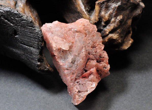 原石<br>幸せのメッセージを届けるヒマラヤ・アイスクォーツ(蝕像水晶)の単結晶<br>インド ヒマチャル・プラデシュ州マニカラン、パールバティー産