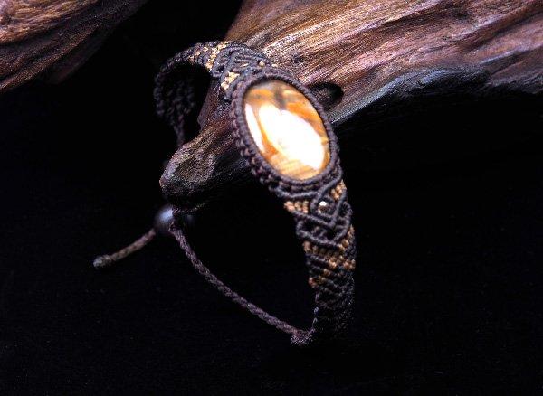 手作りブレスレット!!<br>ピーターサイトマクラメ編みブレスレット腕回り:約14〜16cm<BR>ナミビア産