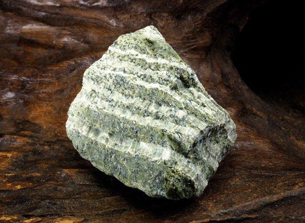 原石<br>クリソタイルサーペンティン(蛇紋石)の原石<br>南アフリカ産
